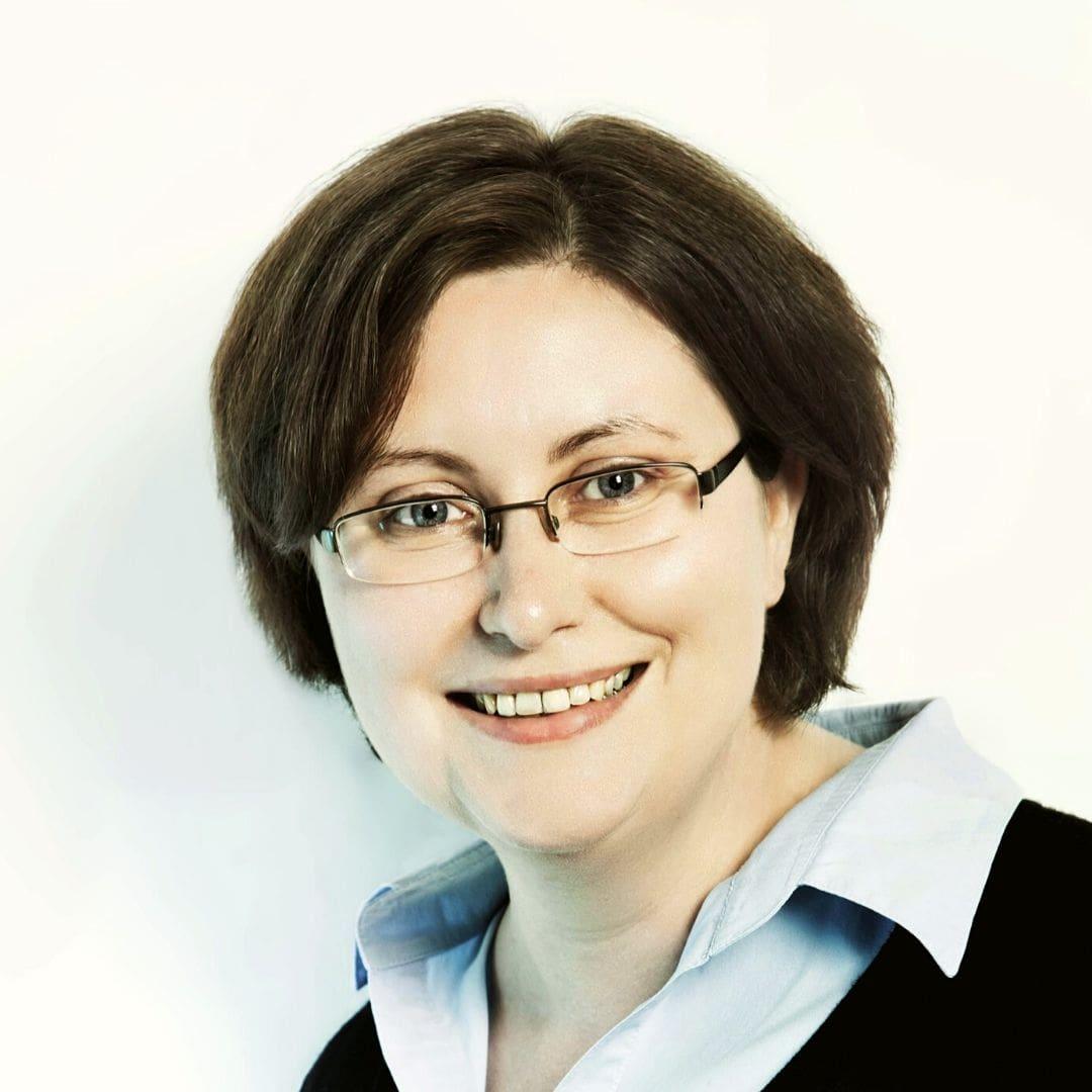 Das Foto zeigt das Portrait von Nicole Kempe, Senior Social Media Manager